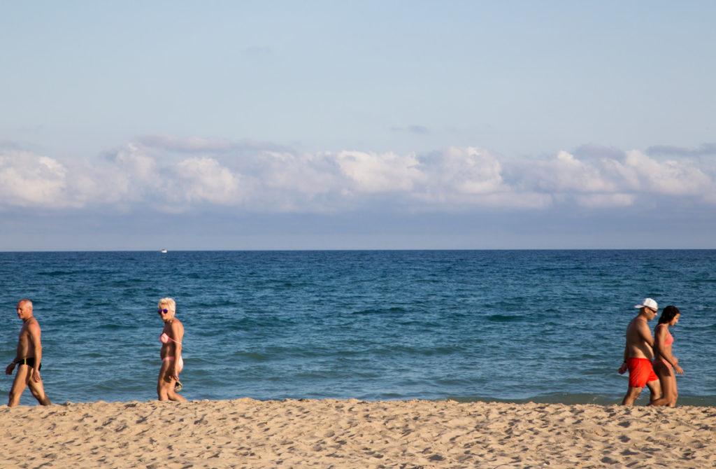 Ver Pasar gente playa