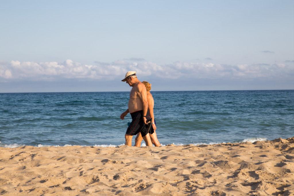 Ver Pasar gente playa tarragona