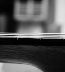 Guitarra-Luthier-cuerdas