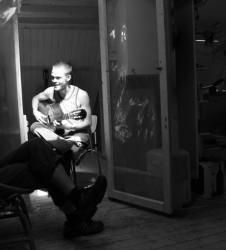 Guitarra Luthier tocando