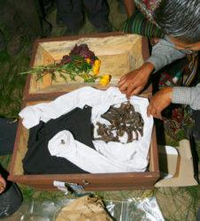 inhumacion guatemala huesos