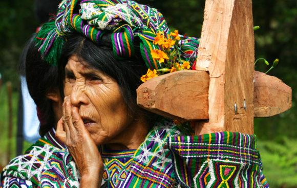 inhumacion guatemala cruz