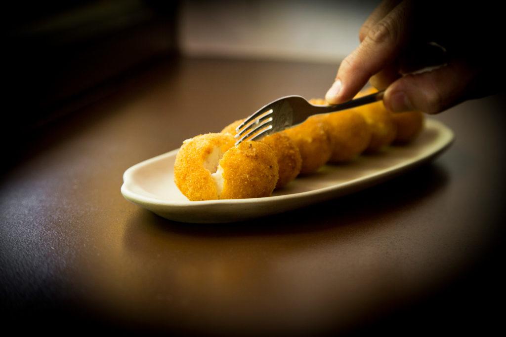 Croquetas cremosas, fotografia gastronomica